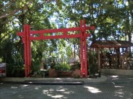 TUNK KA CAFE ( トゥンカ・カフェ )  鳥居のような入り口をくぐります。