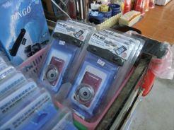 携帯電話の防水カバーも販売しています。 ポー港近くのショップに到着 / シーカヌー1日ツアー(デラックス)の紹介(その1)