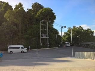 ナムチャイ港( NUMCHAI PORT ) の2階・駐車場から道路へのスロープ
