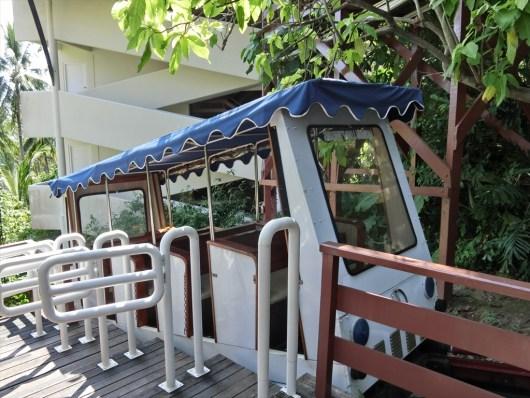 ケープ パンワ ホテル ( CAPE PANWA HOTEL )のロビーとビーチを繋ぐトラムサービス