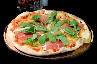 PIZZA & PASTA – PROSCIUTTO / ラ・グリッタ・イタリアンレストラン ( La Gritta - Italian Restaurant ) / パトンビーチのレストラン