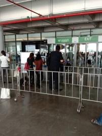 2020年07月25日・プーケット島・プーケット国際空港・国内線ターミナル・到着ゲートの風景
