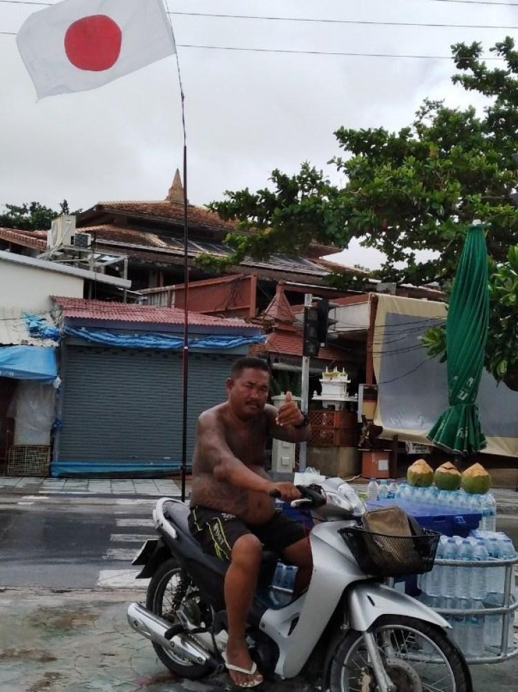 パトンビーチの移動式ジュース売り