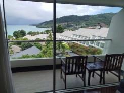 パトンビーチの人気ホテル・ダイヤモンドクリフリゾート&スパの客室・スーパーデラックス(シービュー)からの景色