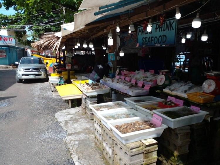 最近のラワイ シーフードマーケット ( RAWAI SEAFOOD MARKET)の風景です。