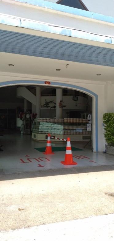 最近のカシューナッツ工場 (スリ・ブラパ・オーキッド / Sri Bhurapa Orchid)