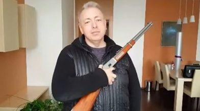 Will die mehr als 300.000 tschechischen Inhaber eines Waffenscheins offiziell zu