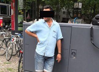 Bestens gelaunt und sich keiner Schuld bewusst wartet der Iraker am Kölner Rudolfplatz auf die Polizei.