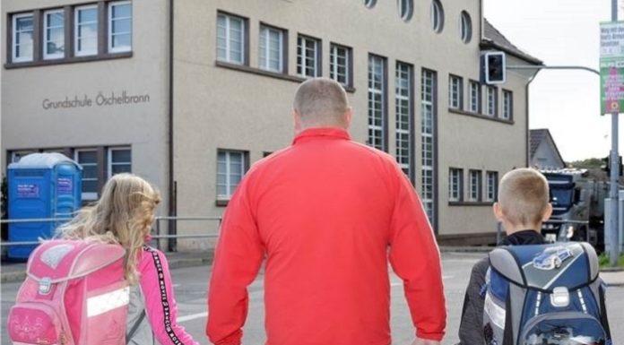 Nur in Begleitung ihrer Eltern gehen derzeit viele Kinder zur Grundschule Öschelbronn.
