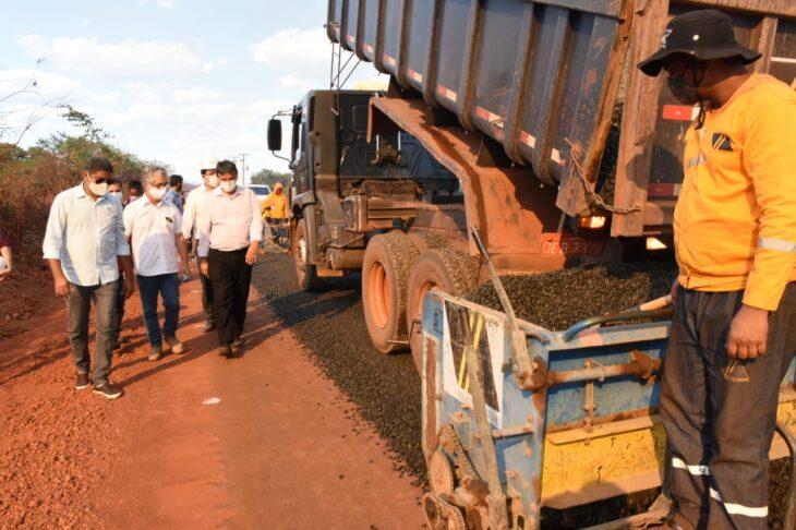BR 316 Picos Povoado 3 Wellington visita obras da rodovia que liga Picos à zona rural e entrega casas