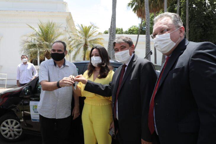 Entrega veiculos Hemopi e prefeituras 8 Governador entrega nove veículos para reforçar a saúde no Piauí