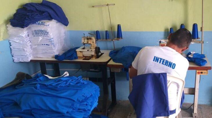 IMAGEM SEJUS Reeducandos de Floriano produzem máscaras e uniformes para unidades penais do Piauí
