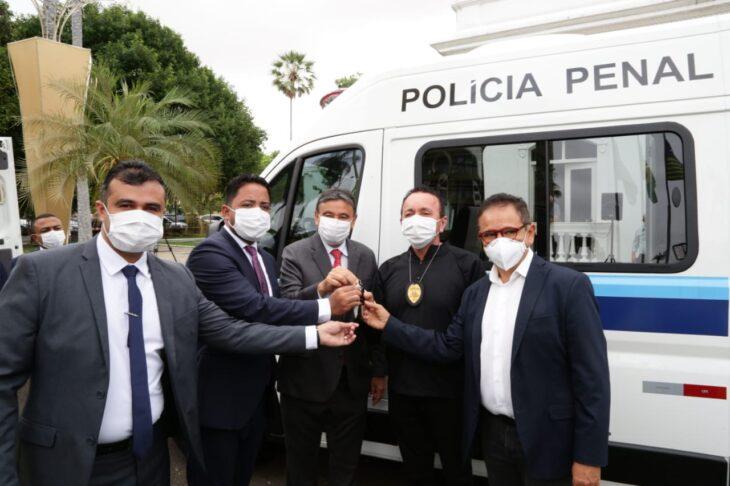Entrega de viaturas para o sistema penitenciario 5 Governador entrega veículos para transporte de detentos