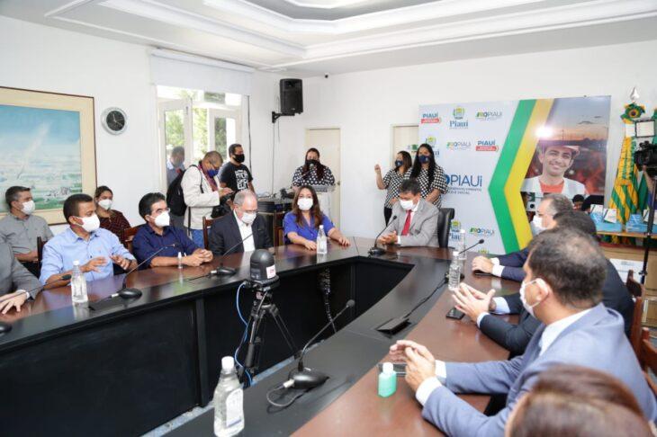 WhatsApp Image 2021 01 15 at 12.25.33 Piauí inicia distribuição de insumos para vacinação contra a Covid em municípios
