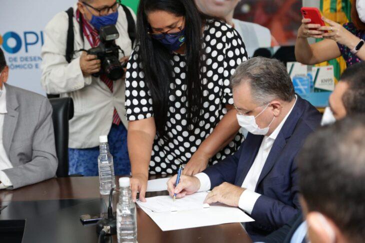 WhatsApp Image 2021 01 15 at 12.25.34 3 Piauí inicia distribuição de insumos para vacinação contra a Covid em municípios