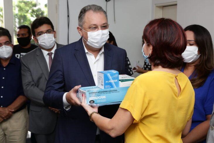 WhatsApp Image 2021 01 15 at 12.25.36 1 Piauí inicia distribuição de insumos para vacinação contra a Covid em municípios