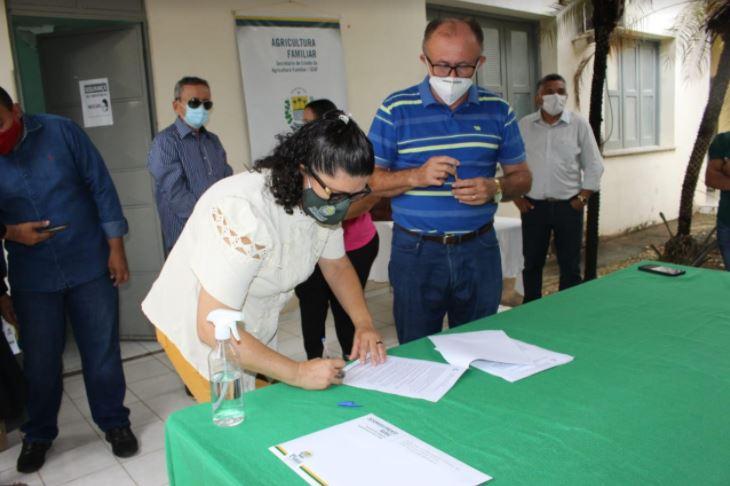 kits cajuina 7 SAF entrega kits para produção de cajuína a agricultores de três Territórios