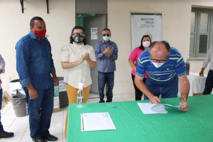 kits cajuina3 SAF entrega kits para produção de cajuína a agricultores de três Territórios