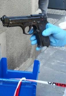 La pistola usata dai rapinatori
