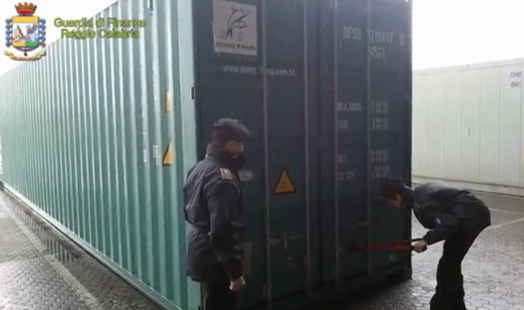 Gioia Tauro, maxi sequestro di prodotti contraffatti al Porto