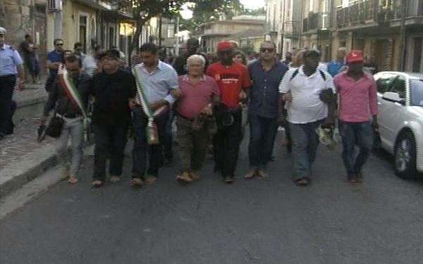 """Cinquefrondi, la """"Marcia delle donne e degli uomini scalzi"""""""