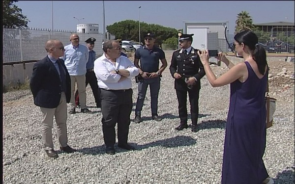 San Ferdinando, il Prefetto visita la nuova tendopoli in costruzione