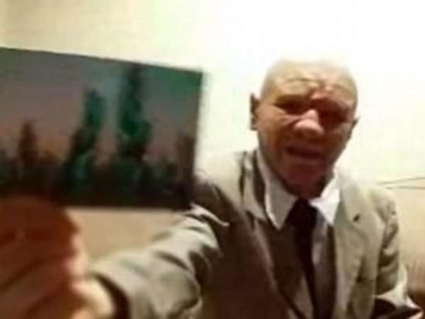 """""""Ho viaggiato nel 2118 per la Cia, ecco la foto"""", il video del vecchietto diventa virale"""