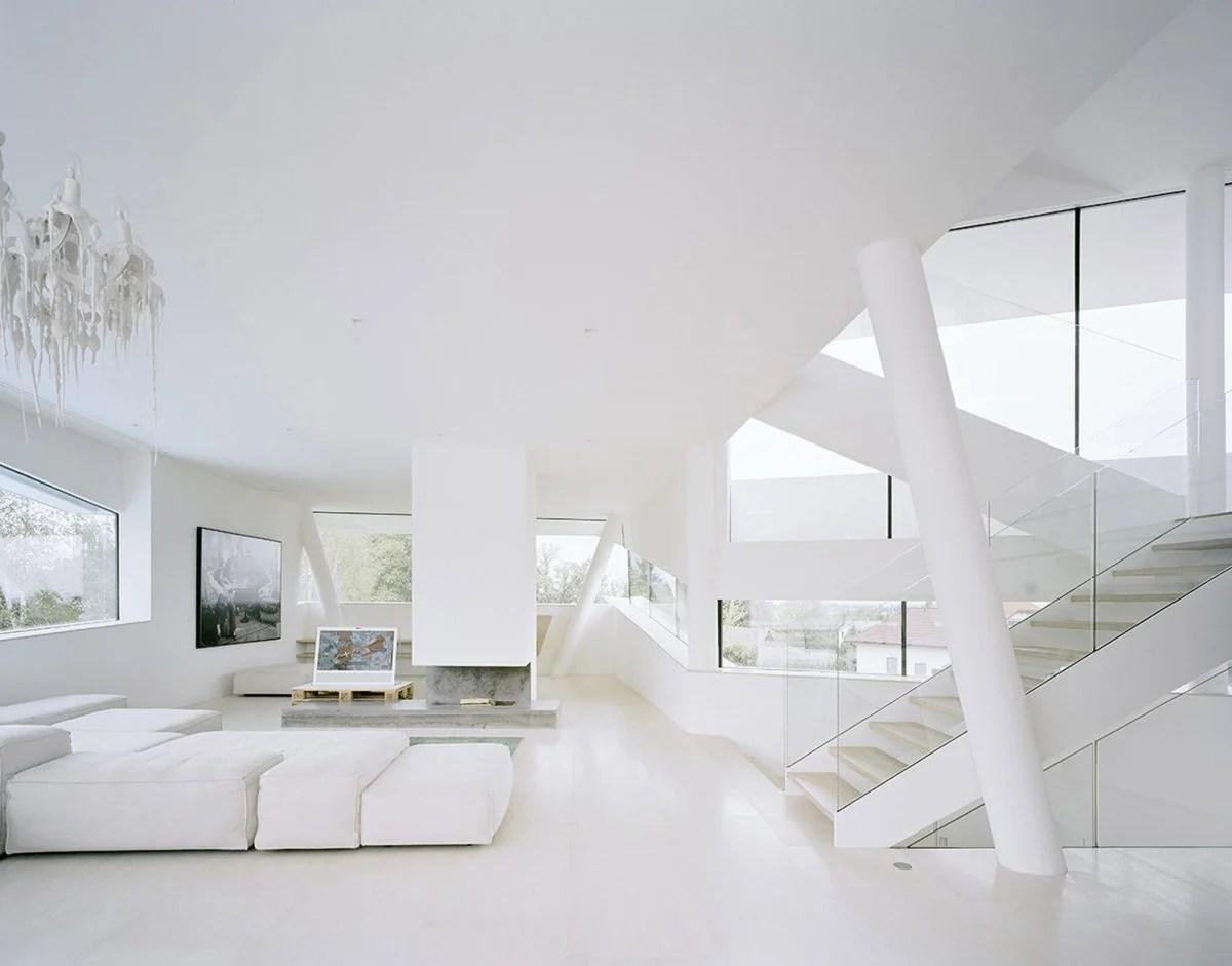 Ad esempio, se vivi in un casolare di campagna dallo stile shabby, forse non è il caso di dipingere in nero la parete del soggiorno! Color Bianco