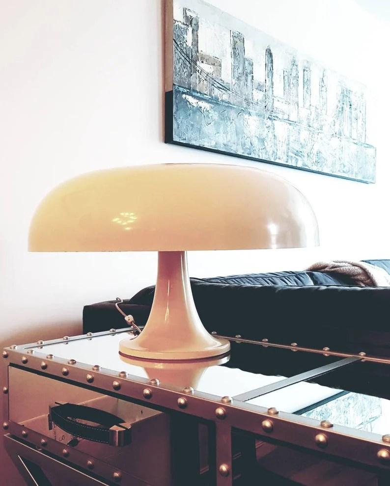 Indispensabili e senza tempo, le lampade da tavolo di design danno carattere alla stanza e creano spazi a tema. 7 Lampade Da Tavolo Che Hanno Fatto La Storia Del Design