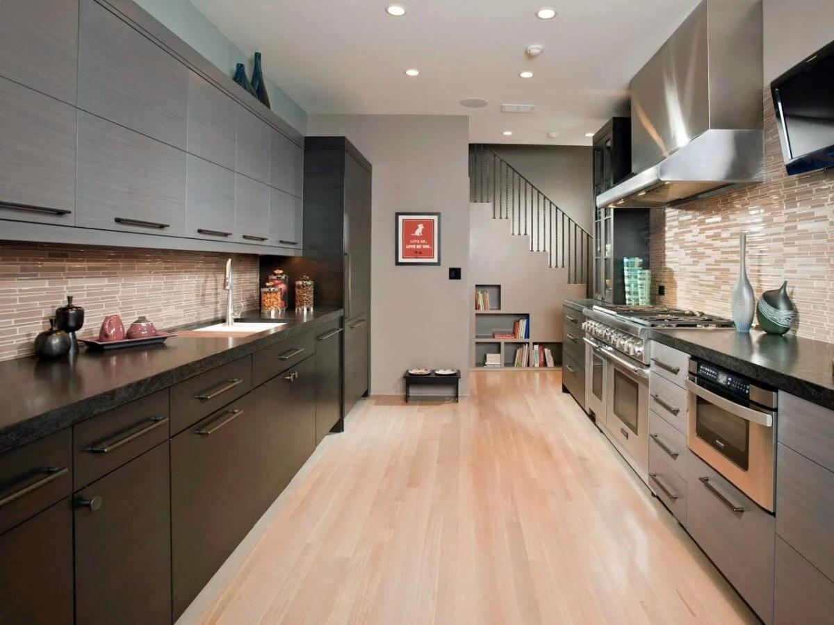 Zona cottura e zona lavaggio saranno quindi poste al centro della parete,. Cucina Moderna Come Disporre I Mobili