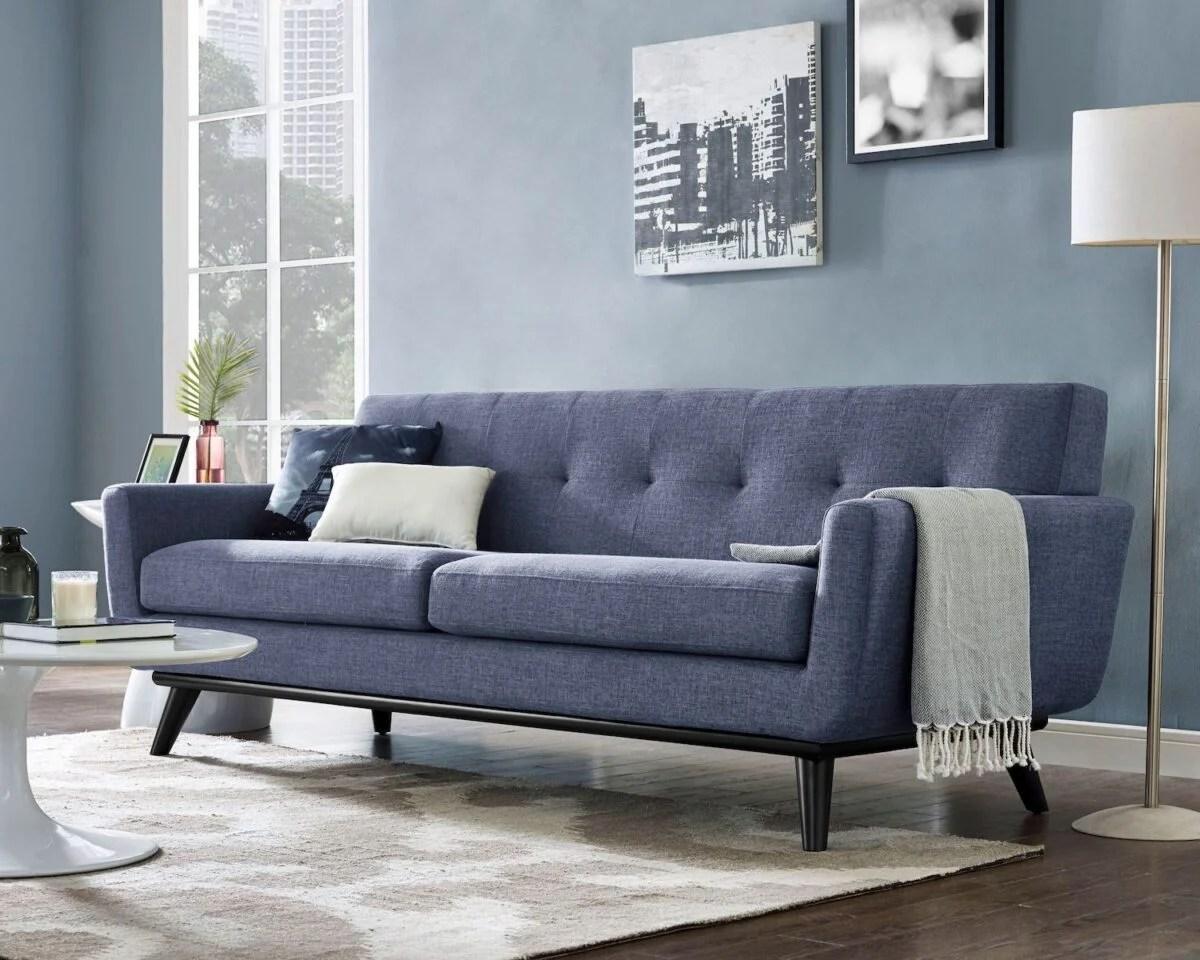 Le pareti blu sono una delle tendenze più forti di quest'anno, da osare in versione scura in abbinamento con soffitti e pavimenti chiari.chi ha i pavimenti scuri può comunque usarlo, a patto di inserire dettagli chiari nella tappezzeria e nelle decorazioni. Pareti Color Carta Da Zucchero In Soggiorno