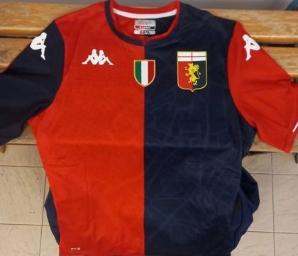 How marvelous the tricolor on the Genoa Sub 18 shirt