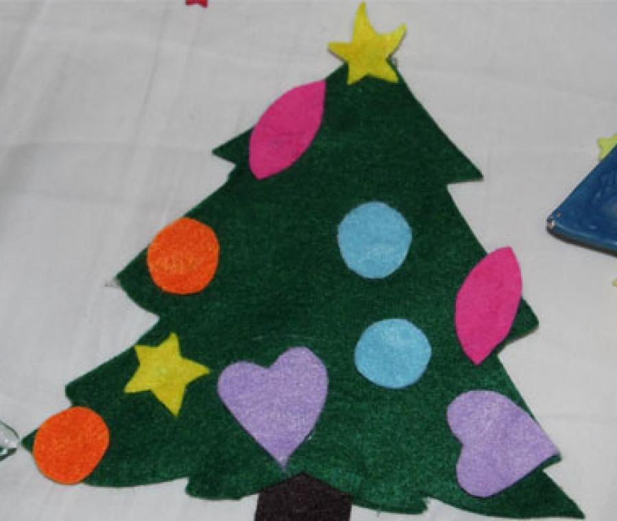 Ciao a tutti !oggi vi mostro come creare una stella di natale in pannolenci in modo facile & velocissimo senza sagome e senza colla a caldo. Albero Di Natale In Pannolenci Video Tutorial Pianetamamma It