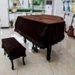 Couverture de piano à queue Couverture de tabouret complète Couverture anti-poussière Couverture de piano en tissu de velours épais (Color : Brown+double stool set, Size : 210cm)