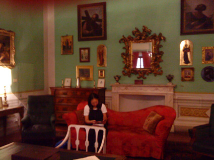 Sitting in the room where Elizabeth Barrett Browning wrote her sonnets