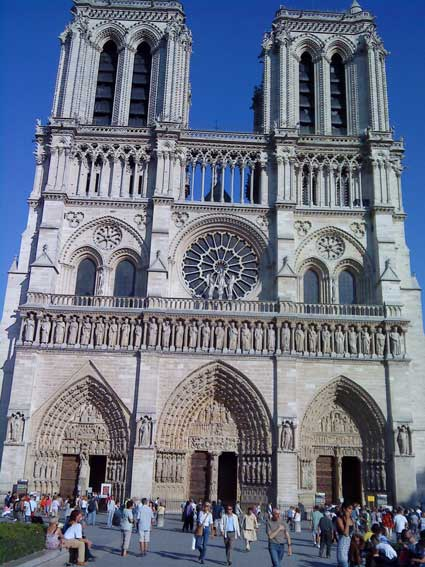The Notre Dame in Paris: cleaner and whiter than ever!