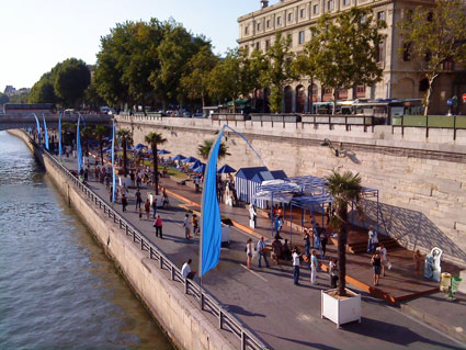 Beach in central Paris: the Strand on the Seine River