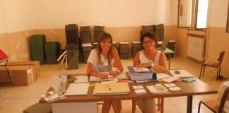 rifiuti - raccolta differenziata - da sx Samantha Muci e Luisa Marcuccio presso start up via collina sannicola