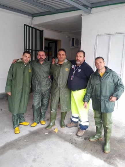i volontari della Protezione civile di Aradeo. Foto dalla pagina facebook della Protezione civile