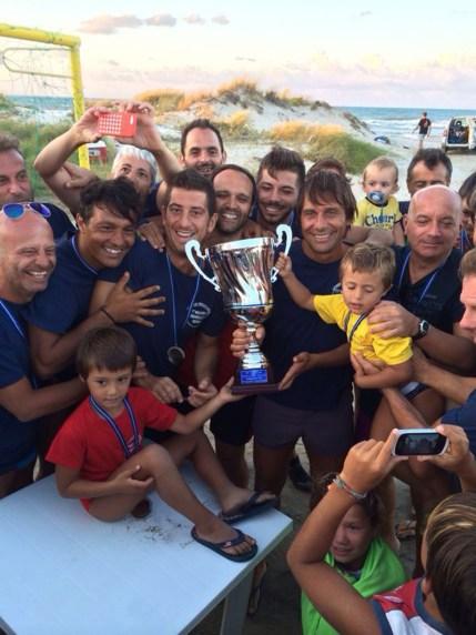 don Gianni con Antonio Conte festeggiamenti vittoria memorial Francesco Renna (1)