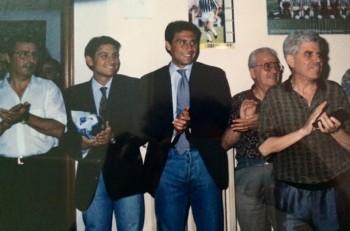 L'inaugurazione dello Juve club nel 1992: da sinistra Pippi Longo, i due fratelli Conte (Antonio al centro), Mimmo Scarpa e Otello Petruzzi