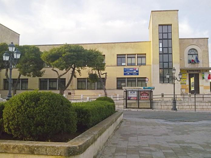 Piazza San Domenico. In basso Luca Sabato, presidente Aido Casarano