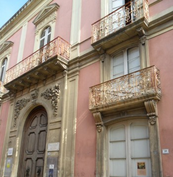Palazzo Grassi, Aradeo
