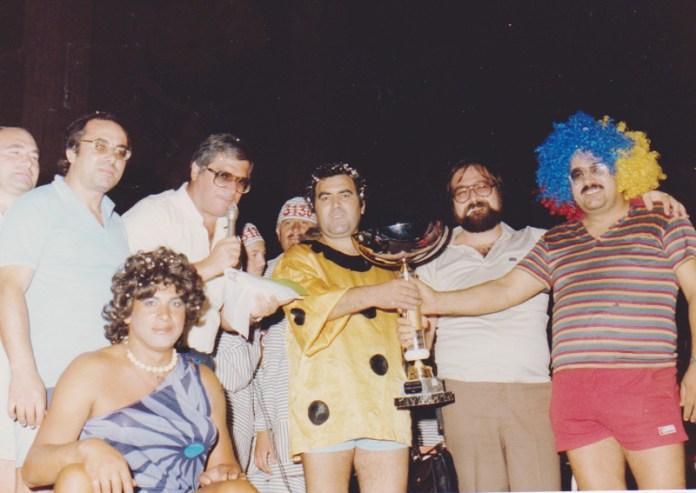 Una foto del Carnevale estivo del 1984. In basso Amleto Abbate