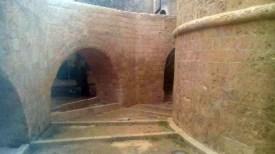 uno scorcio del fossato dopo il restauro estetico-conservativo