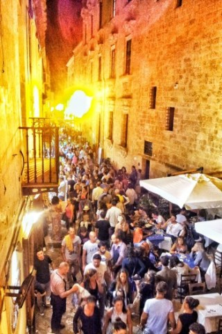 turisti nel centro storico di gallipoli 19-8-14 foto di Luigi Giungato (9)