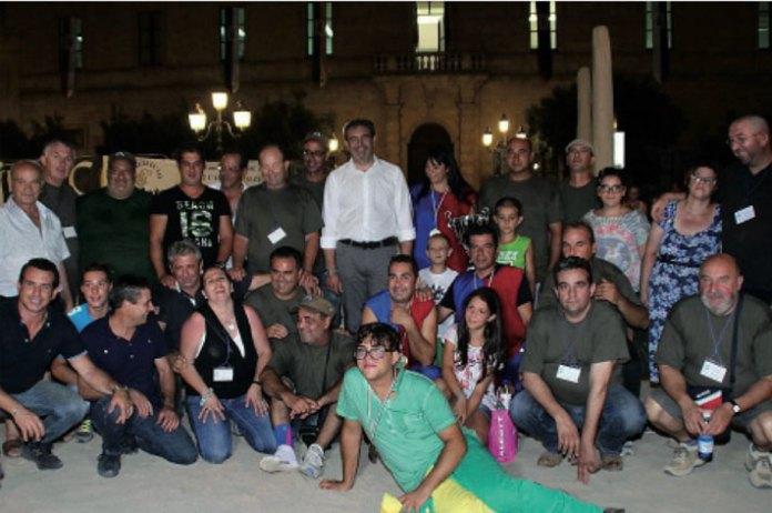Gli organizzatori del Palio delle contrade del 2016 con al centro il sindaco Gianni Stefàno.