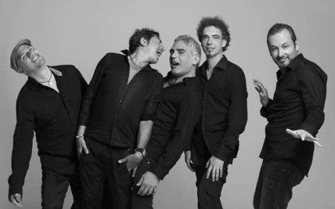 """La band al completo dei """"Bambini latini"""", tornati sulla scena dopo cinque anni"""