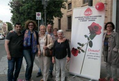 Un gruppo di volontari in piazza San Domenico