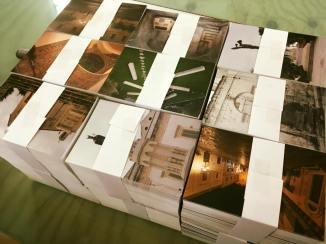 le cartoline pronte per la distribuzione nei punti vendita della città